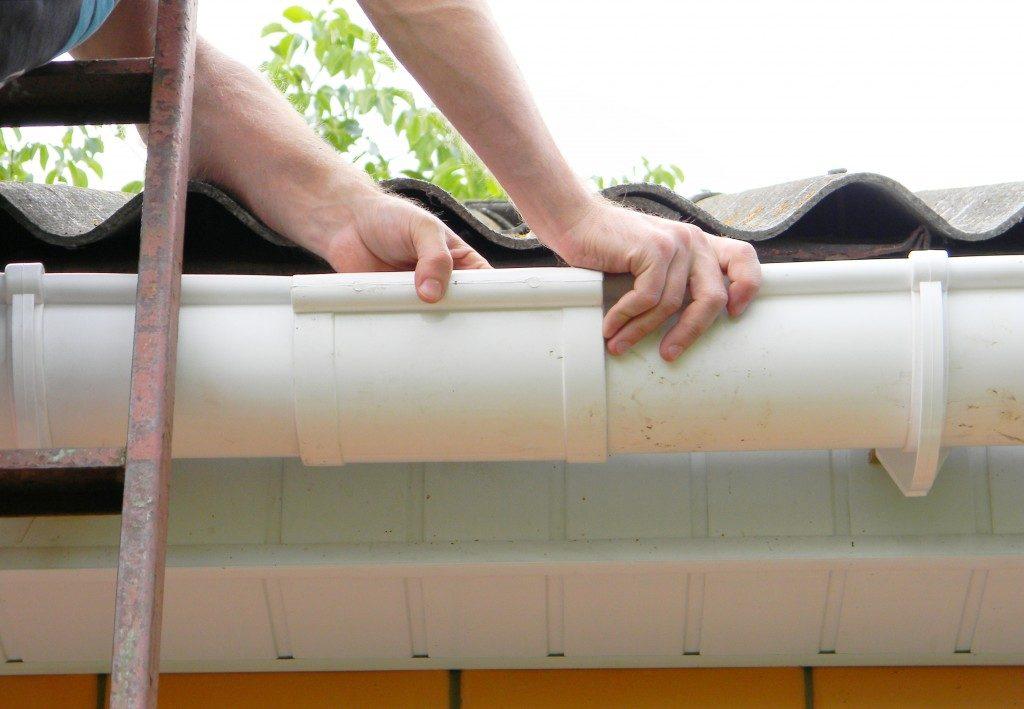 repairing roof gutter