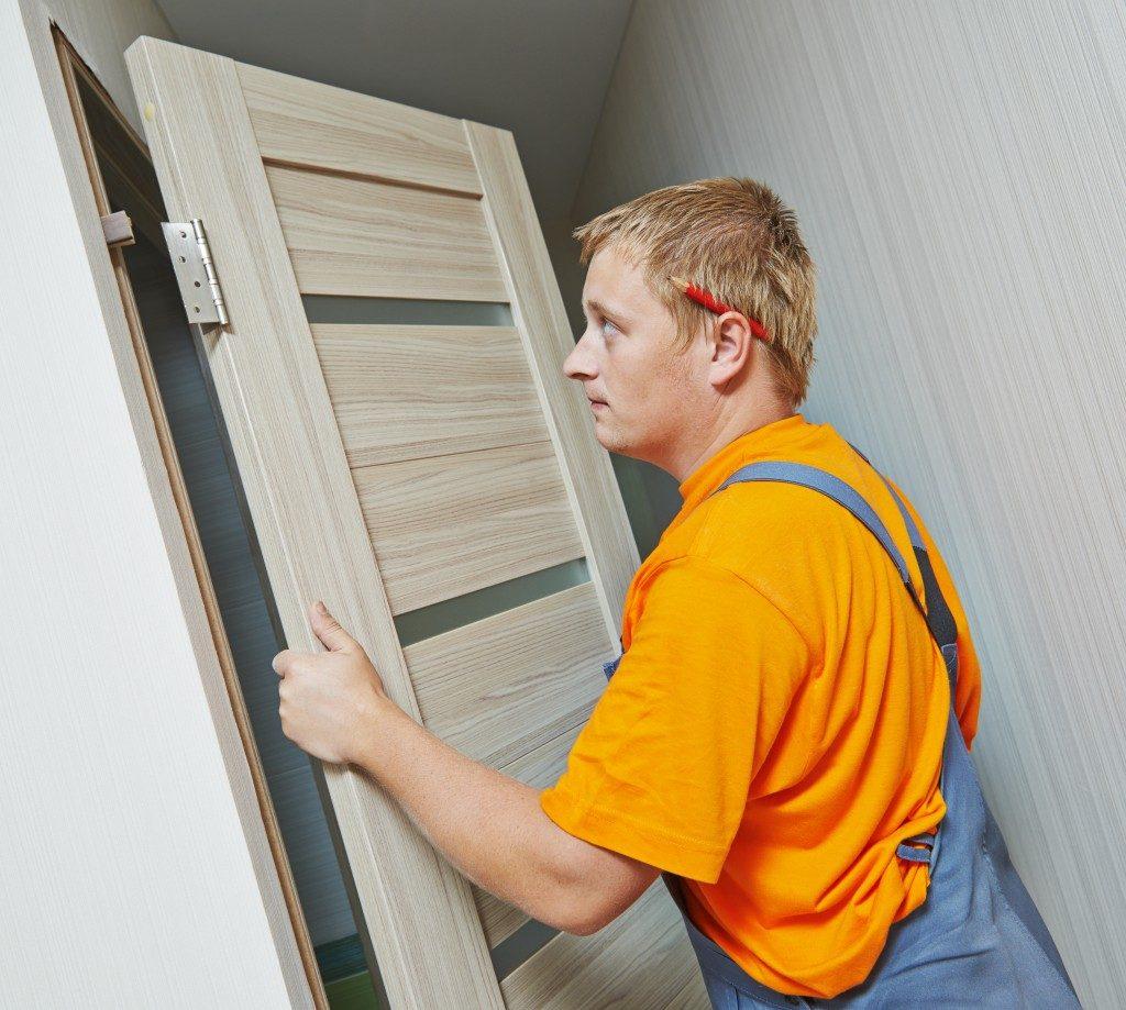 Fixing door