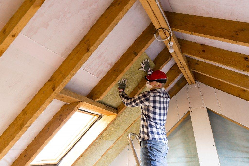 Installing insulation foam to loft roof